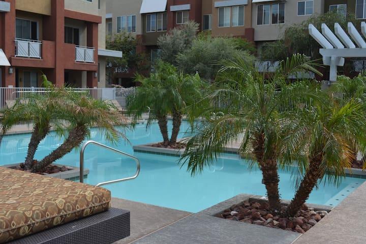 Finest Luxury Condo Quarters in Wes - Glendale - Condominio
