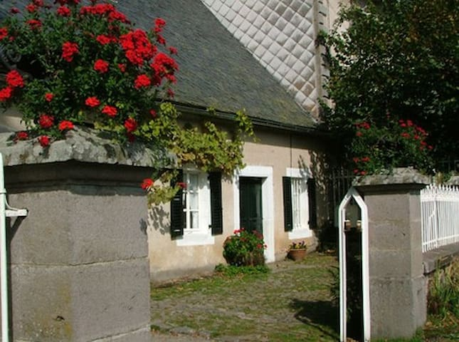 Auvergne Holiday Cottage/Gite Sleeps 4