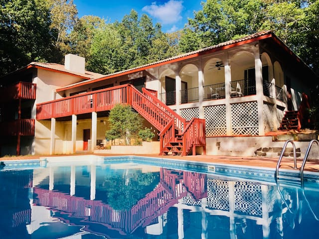 Kies Mountain Villa Private Pool&Hot Tub in Helen!