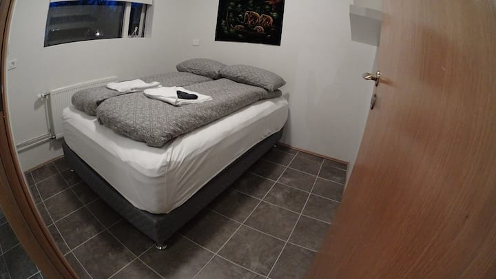 Baldur's Park-Private, double bed, 5min to airport