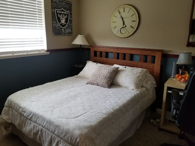 Comfortable and Cozy! Only 15 min fr downtown Sac