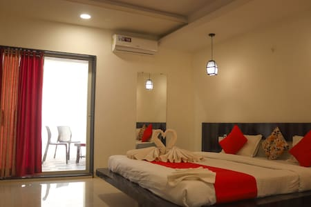 Luxurious 5Bhk Villa At Book Of Village
