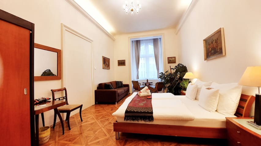 Stylish, beautiful, 28m2 room in the city center.