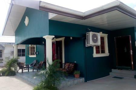 Comfortable, Modern 2 bedroom house - Carapichaima - Hus