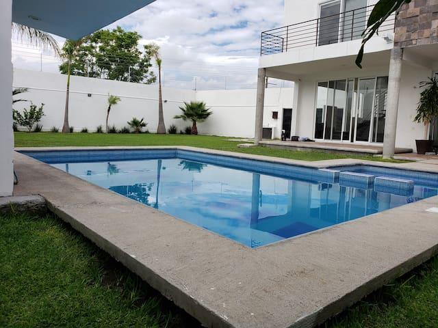 Casa blanca ideal para vacaciones o eventos