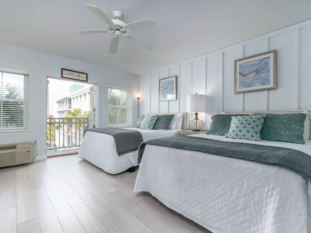 Comfortable unit, Steps to the gulf, Quick drive to dining