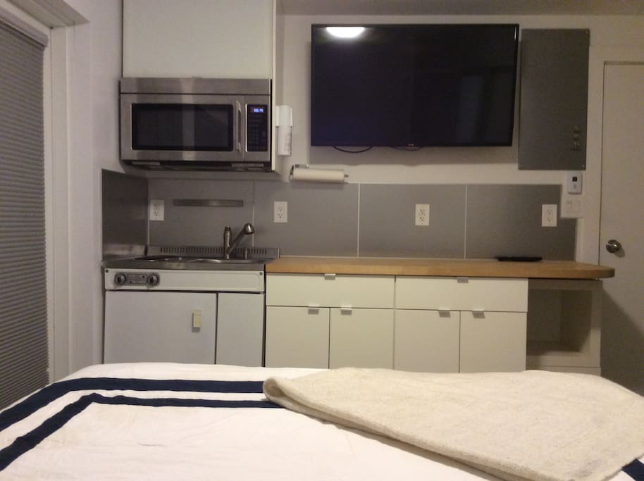 Stove top/mini fridge/microwave