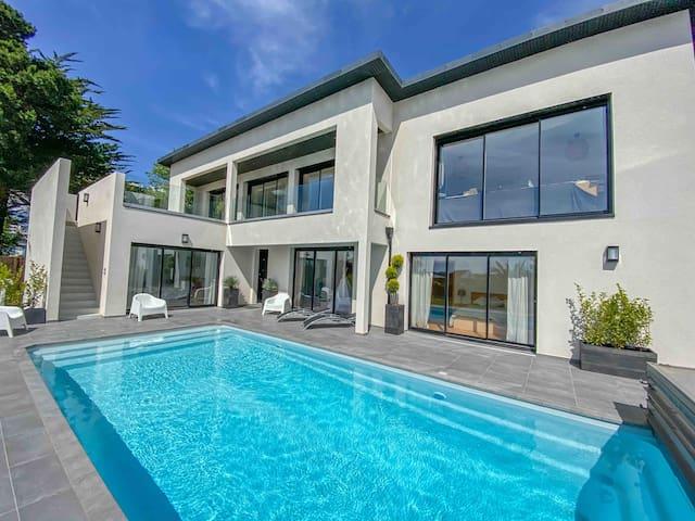 Villa vue mer, piscine chauffée 4x10