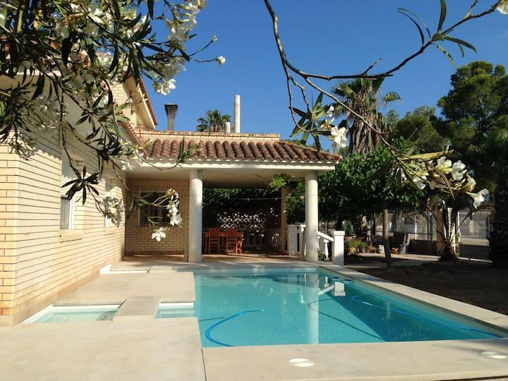 Casa con piscina y jardín, Riumar (Delta del Ebro)