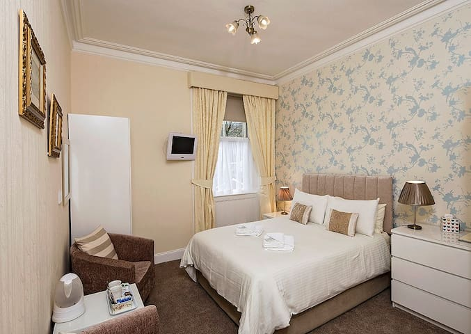 Glengarry Guest House R1