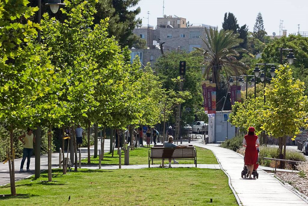 A Lovely stroll towards the Old City