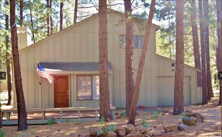 2 Story Sunriver Home w/Hot Tub+Sharc Passes+Bikes - Sunriver - Hus