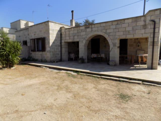 Camera doppia in villa con giardino vicino Otranto