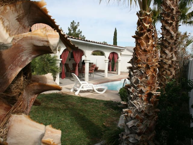 SIn City Beautiful House / Patio and Swimming Pool