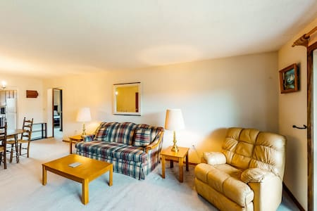 New listing! Cozy lake view condo located on the beach & golf course!