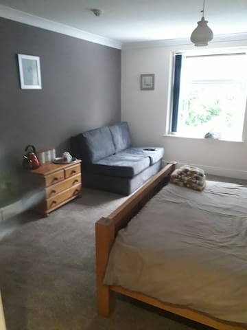 Room 3  kingsize bed ans double sofa bed en suite