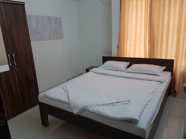 private room non attached bathroom @ koregaon park