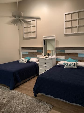 Two brand new queen size beds upstairs loft