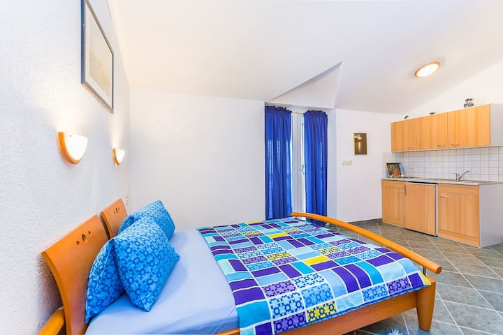Nellatoni A2 mit WLAN, Balkon, Grill - Medulin - Wohnung