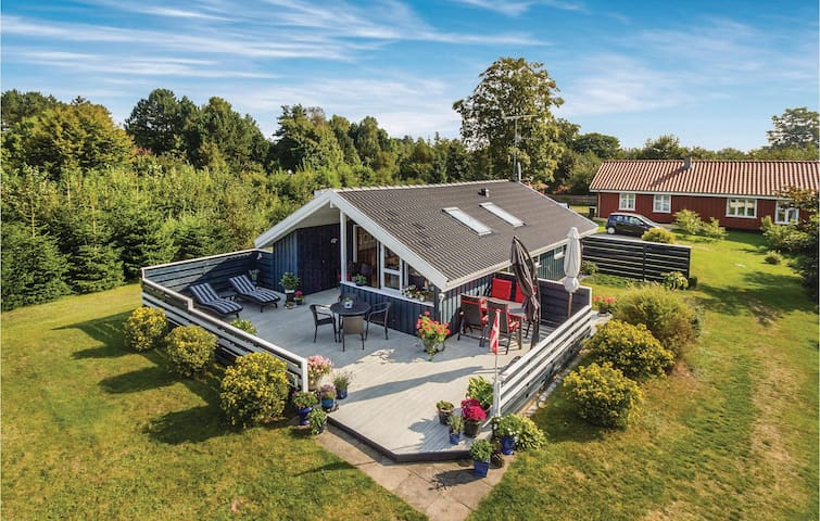 Holiday cottage with 3 bedrooms on 57m² in Grenaa