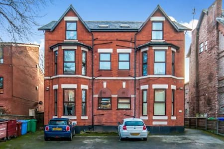 Cozy double minutes from Burton Rd - Manchester