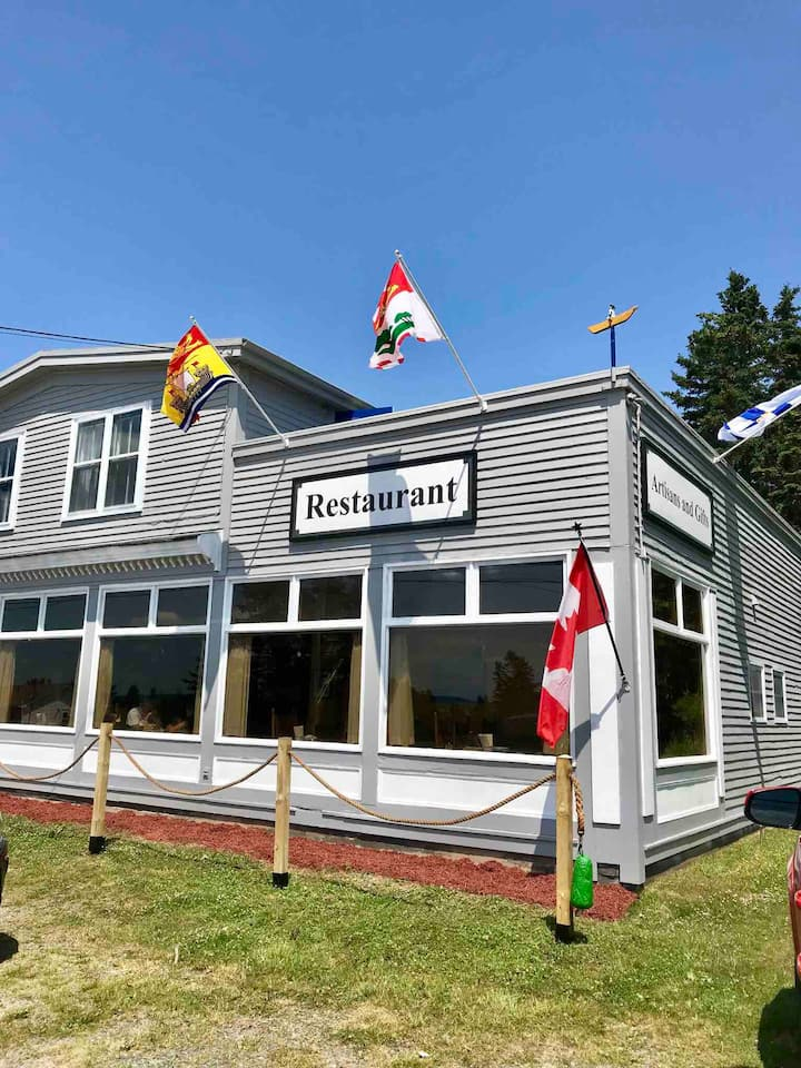 Privateers Lookout B&B coastal getaway with Dining