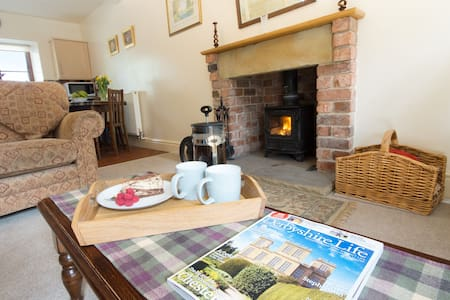 Winhill Cottage at Oaker Farm