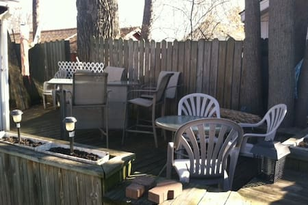 nice private room sleeps 3 private 100 yd to lake - Erie - Casa