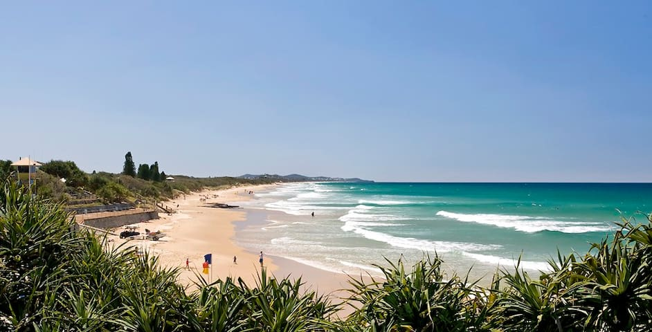 Quiet location in Coolum. Walk to beach and shops