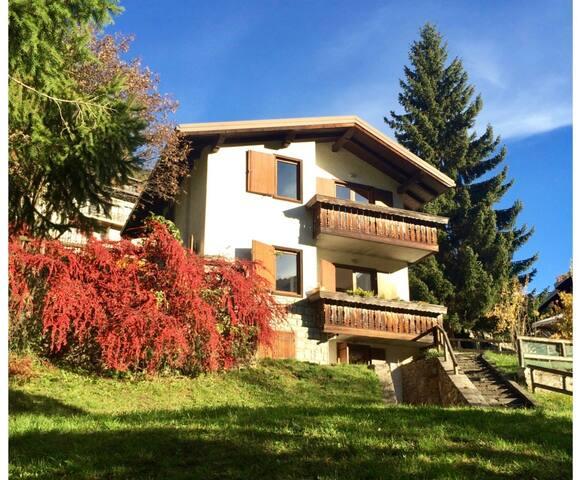 villa con splendida vista, vicina al centro