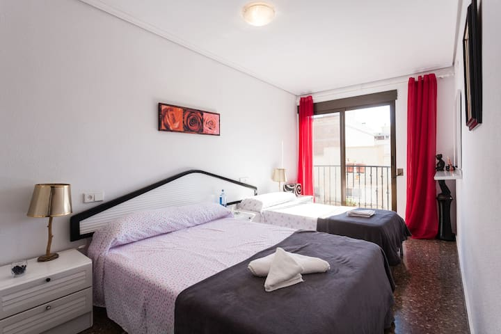 Comfortable and spacious apartment! - La Pobla de Farnals - Lägenhet