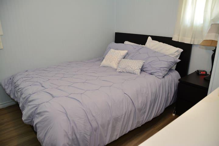 Master Bedroom 1 Queen Bed