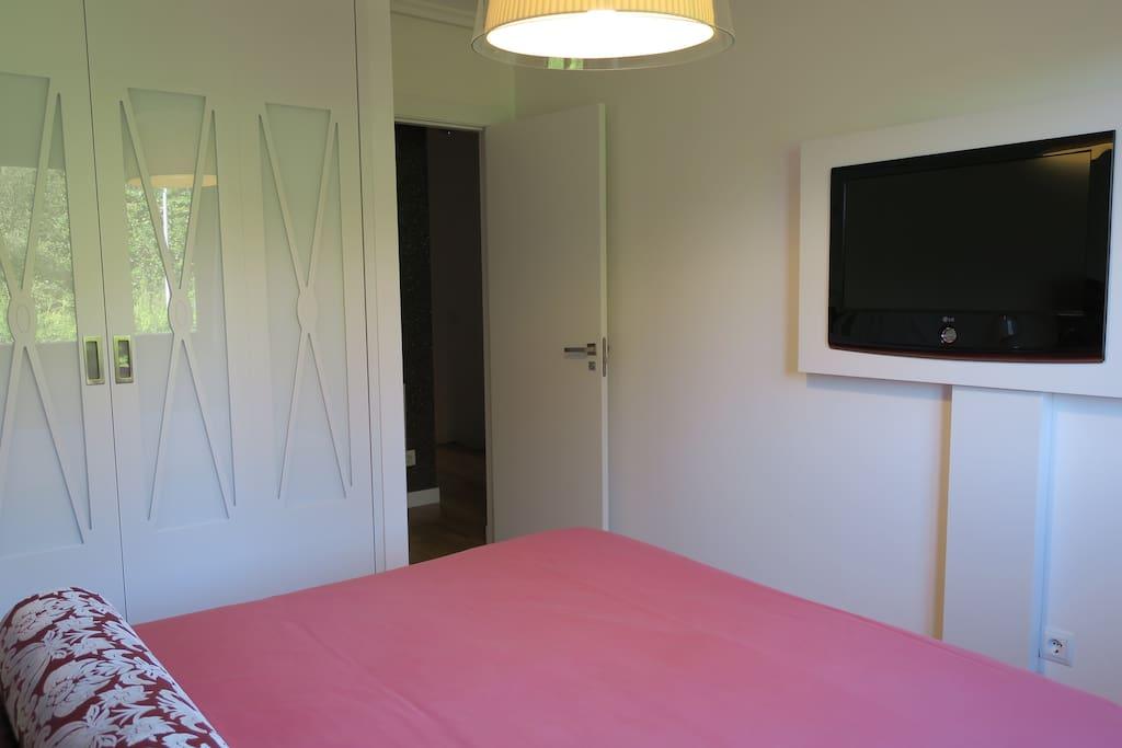 Habitación con armario empotrado