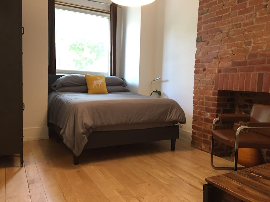 Master bedroom: Queen size bed with premium sheets.  vintage army lockers and extra storage under the bed. Original art pieces throughout the apartment!  FREE WIFI