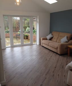 Ideal long term rental large ensuite near Wimborne - Dorset