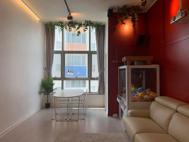 NEW!!! Gorgeous and Playful duplex with cozy! MRT5