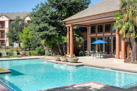 Upscale stay w/ personal services - Waxahachie