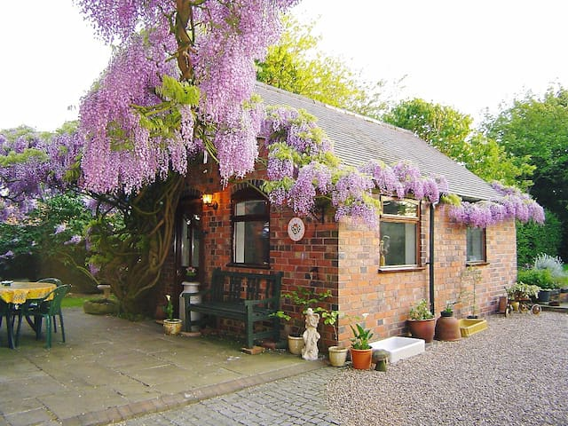 WISTERIA LODGE - Harlaston - 牧人小屋