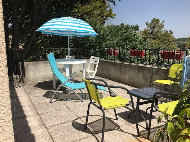 Maisonnette avec terrasse vue Rhône et Avignon