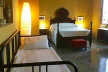 Cama y sofá-cama doble de la suite