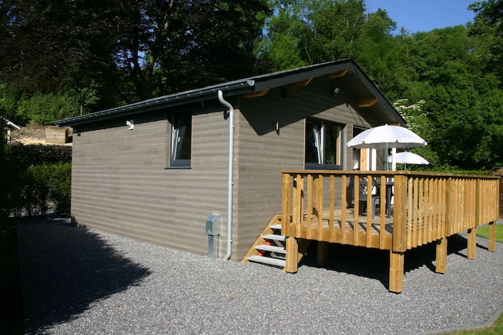 Cosy wooden chalet in the area of Durbuy and the Ourthe river. All fees included