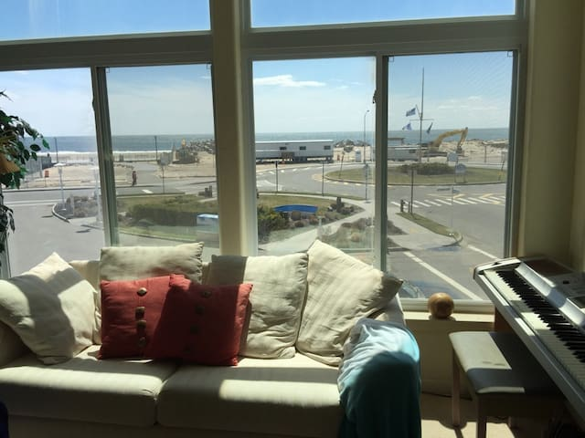 Ocean facing 3 bedroom with a roof deck - 3F
