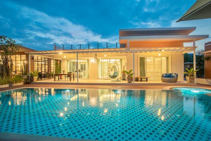Spectacular Private Pool Villa, Netflix & Apple Tv