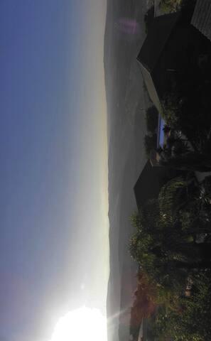 אל הנוף ממקום במושב כרם בן זימרה מול הרי הלבנון...