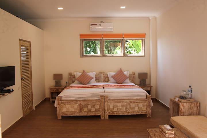 Double Room in 11-bedroom beachfront hotel