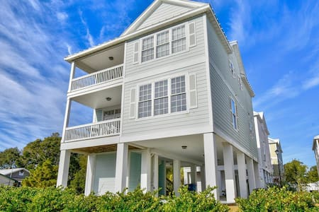 New!! Ocean View 4BR Beach House, Steps to Beach
