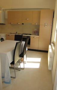 Double room Porta Camollia - Apartment