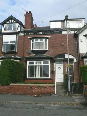 Large sunny room in Chapel Allerton