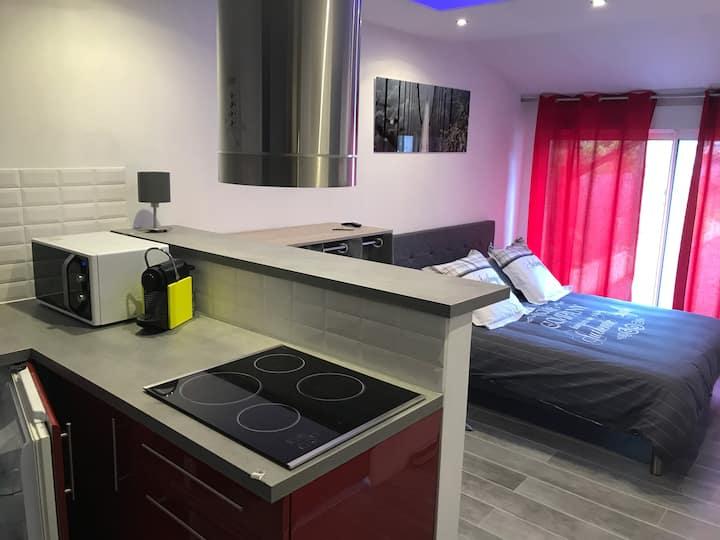 Studio indépendant : cuisine / salle de bain / wc