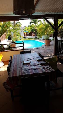 Maison avec piscine et 2 chambres